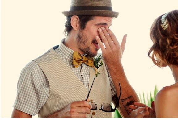 novio+informal+manga+corta+y+sombrero+idea+para+boda+en+la+playa+informal+2